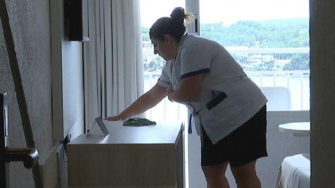 Les+cambreres+de+pisos+reclamen+protocols+sanitaris+clars+abans+que+arribin+els+primers+turistes