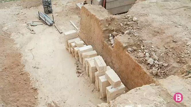 Les+obres+al+castell+de+Sant+Carles+descobreixen+el+fossat+original+del+segle+XVII