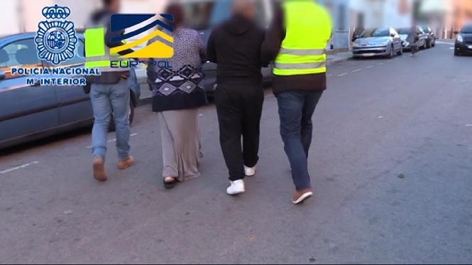 Desmantellada+una+xarxa+que+venia+dones+romaneses+per+6000+euros+a+proxenetes