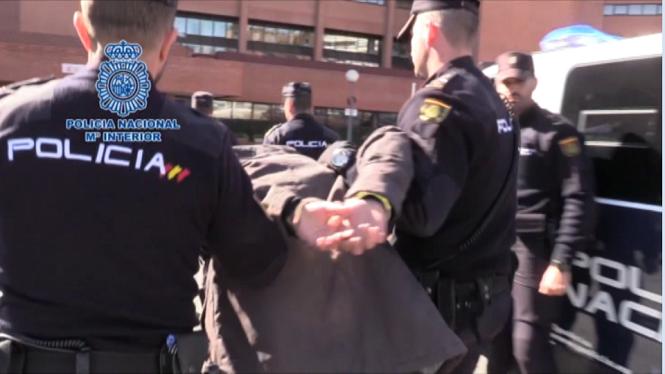 Detingut+a+Madrid+un+jove+per+matar+i+esquarterar+la+seva+mare