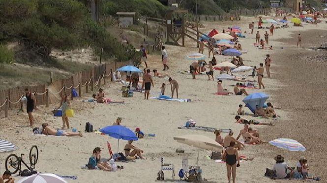 Les+platges+de+Sant+Josep+recuperen+la+tranquil%C2%B7litat
