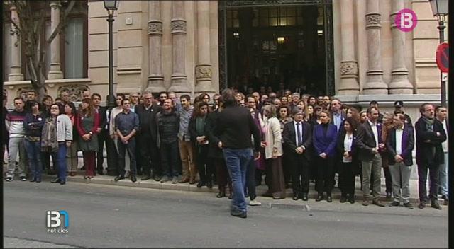 Minut+de+silenci+al+Parlament+en+mem%C3%B2ria+de+les+v%C3%ADctimes+de+l%E2%80%99atemptat+de+Brussel%C2%B7les