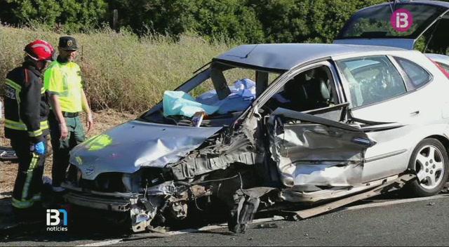 Una+dona+morta+i+cinc+ferits+en+un+accident+amb+tres+cotxes+a+la+carretera+entre+Son+Servera+i+Sant+Lloren%C3%A7+des+Cardassar