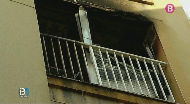 Un+incendi+crema+un+pis+al+carrer+del+Mar+a+Santa+Eul%C3%A0ria+des+Riu