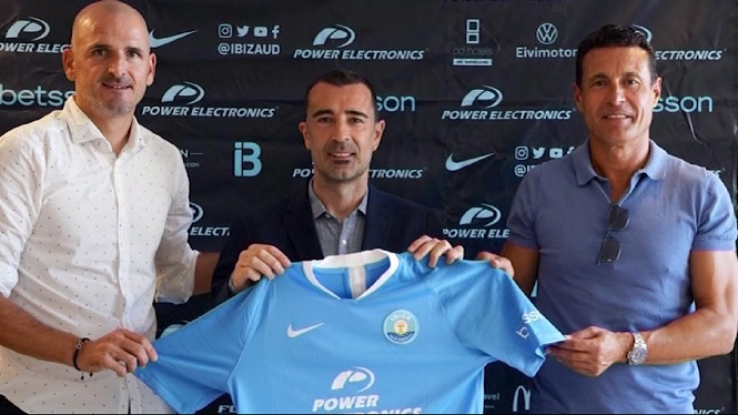Juan+Carlos+Carcedo%2C+presentat+com+a+nou+entrenador+de+la+UD+Eivissa