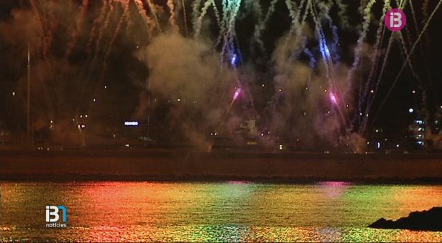 Espectacular+castell+de+focs+d%27artifici+per+posar+el+punt+final+a+les+Festes+de+la+Terra+d%27Eivissa