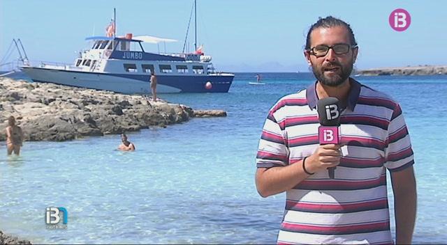A+Menorca%2C+molts+turistes+opten+per+les+%E2%80%9Cgolondrines%E2%80%9D+per+anar+a+la+platja