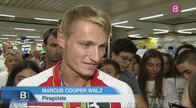 Marcus+Cooper+Walz+va+rebre+ahir+el+primer+bany+de+masses
