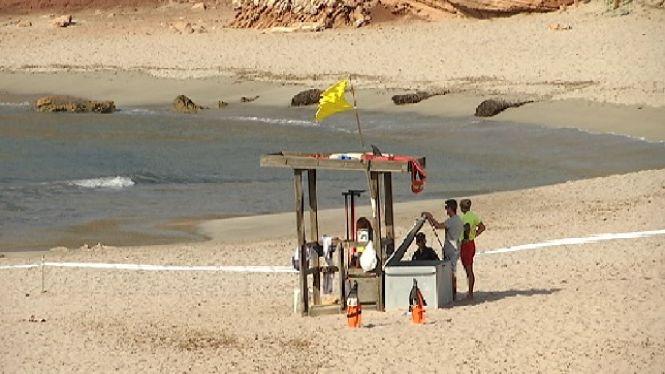 Continua+precintada+la+platja+des+Tancats+a+Ciutadella+per+mor+de+l%27artefacte+explosiu+aparegut