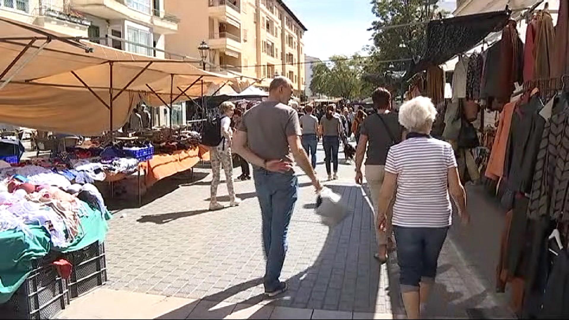 Cau+l%27aflu%C3%A8ncia+de+visitants+al+mercat+del+dijous+a+Inca