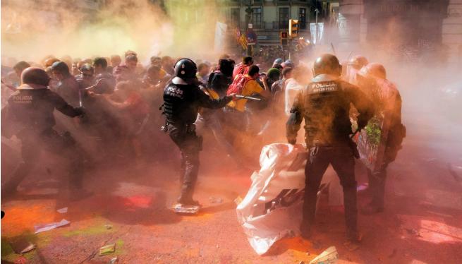 Incidents+entre+independentistes+i+mossos+al+centre+de+Barcelona