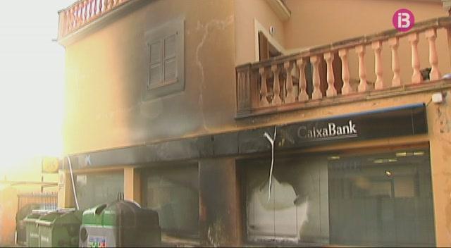 Quatre+incendis+cremen+dotze+contenidors+a+Son+Sardina