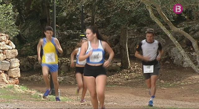 225+corredors+participen+a+la+cursa+de+Sant+Llu%C3%ADs