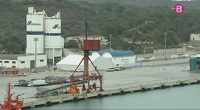 El+tancament+del+port+de+Ciutadella+desvia+el+tr%C3%A0nsit+mar%C3%ADtim+a+Ma%C3%B3