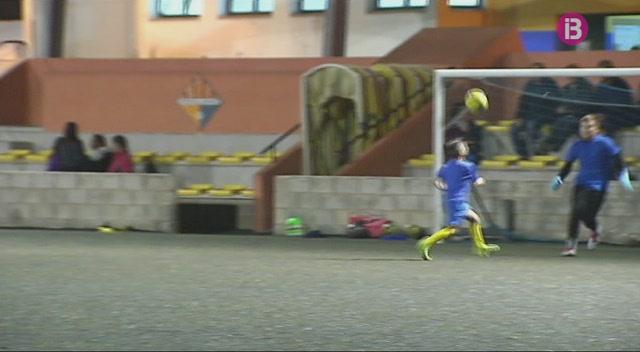 Ajuntaments+de+Menorca+renoven+la+gespa+artificial+dels+seus+camps+de+futbol