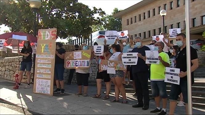 Empresaris+i+treballadors+de+Calvi%C3%A0+protesten+davant+l%27Ajuntament