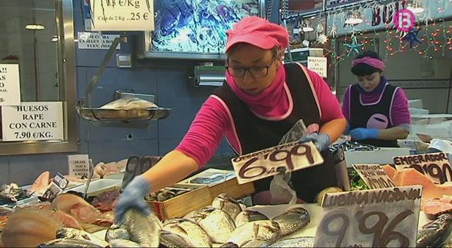 Amarrades+a+port+les+embarcacions+de+pesca+de+les+Piti%C3%BCses