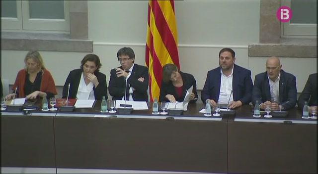 Puigdemont+i+Colau+s%27uneixen+per+fer+campanya+per+un+refer%C3%A8ndum+pactat