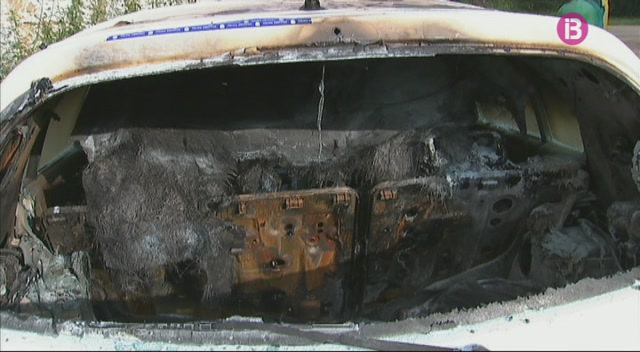 Cremen+tres+cotxes+de+manera+intencionada+a+Ciutadella