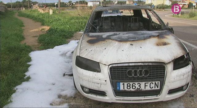 La+Polic%C3%ADa+Nacional+continua+cercant+el+pir%C3%B2man+que+dissabte+cal%C3%A0+foc+tres+cotxes+a+Ciutadella