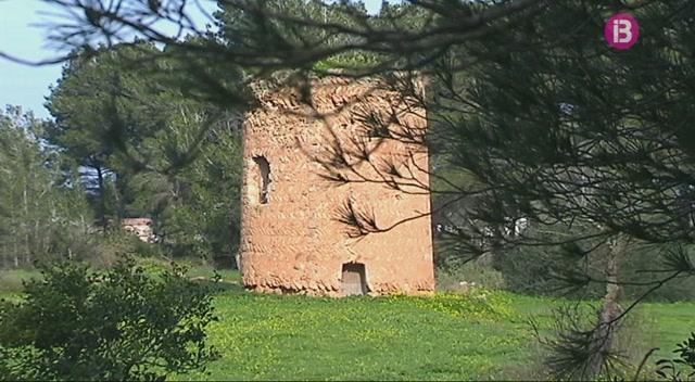 Dues+torres+de+vigil%C3%A0ncia+en+perill+d%27esfondrar-se+a+Eivissa