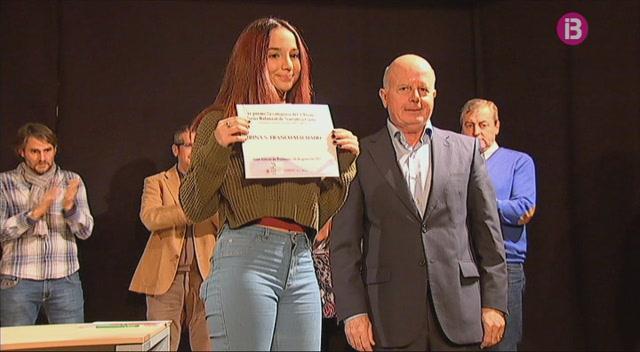 Carla+Ortiz%2C+Irina+Sof%C3%ADa+Franco+i+Sara+Moya+guanyen+els+Premis+de+narrativa+curta+Neus+Balanzat