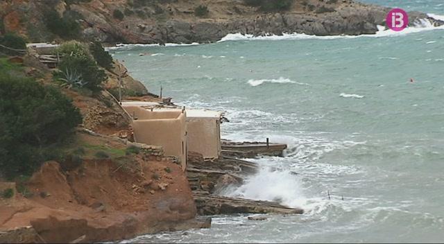 Els+despreniments+sepulten+mitja+dotzena+de+casetes+de+varador+a+Eivissa