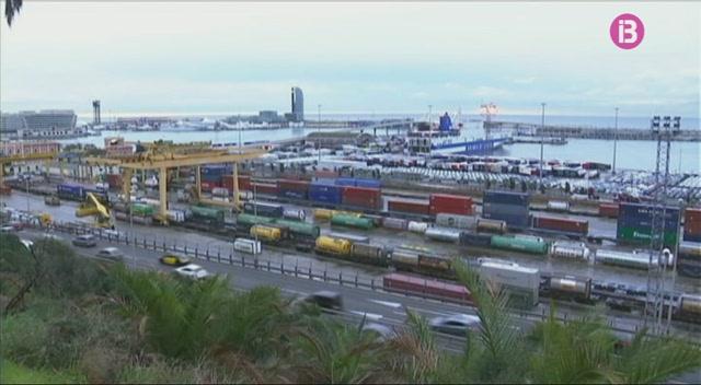 Els+transportistes+temen+la+vaga+dels+estibadors+prevista+a+tots+els+ports+d%27Espanya