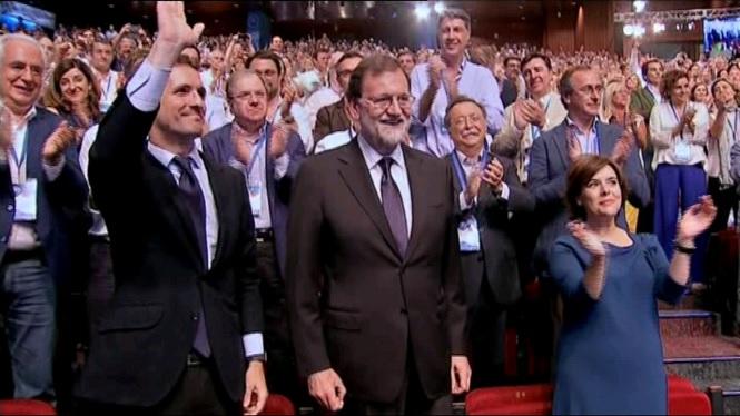 Pablo Casado és el nou president del Partit Popular en imposar-se Soraya Sáenz de Santamaría a les primàries del partit