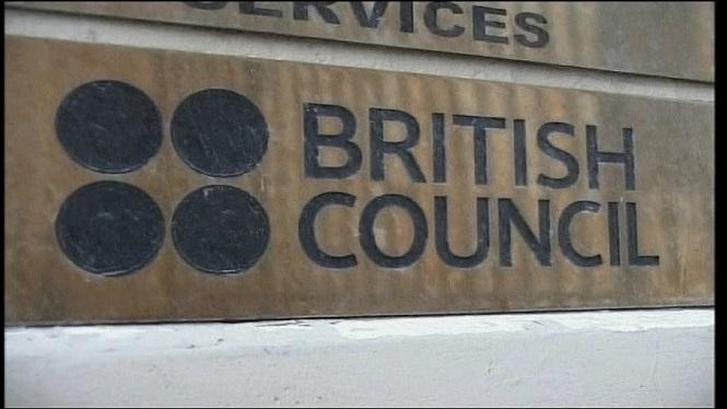 British+Council+ofereix+la+possibilitat+d%27usar+m%C3%A0scares+durant+els+ex%C3%A0mens+si+els+estudiants+ho+volen