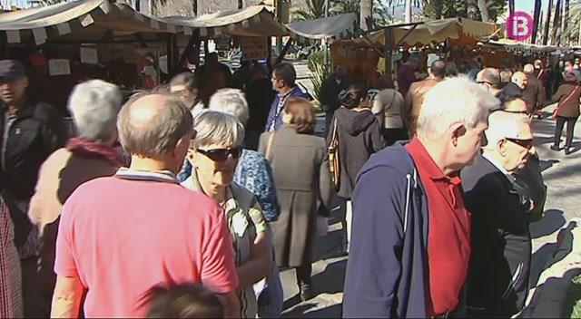 Milers+de+persones+participen+en+els+actes+festius+del+Dia+de+les++Illes+Balears