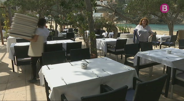 Eivissa+escalfa+motors+amb+vista+a+l%27arribada+dels+primers+turistes