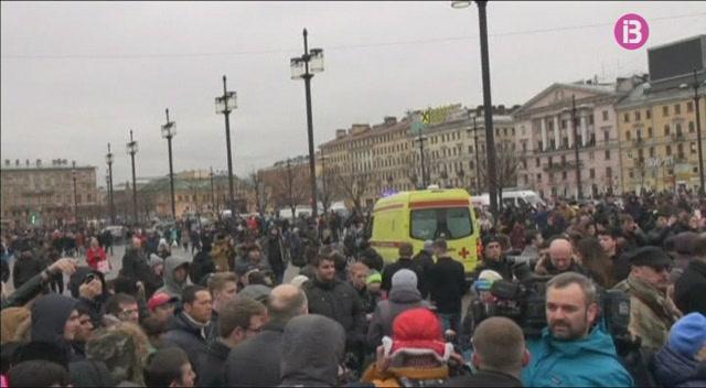 Deu+persones+mortes+i+m%C3%A9s+de+trenta+ferides+en+una+explosi%C3%B3+al+metro+de+Sant+Petersburg