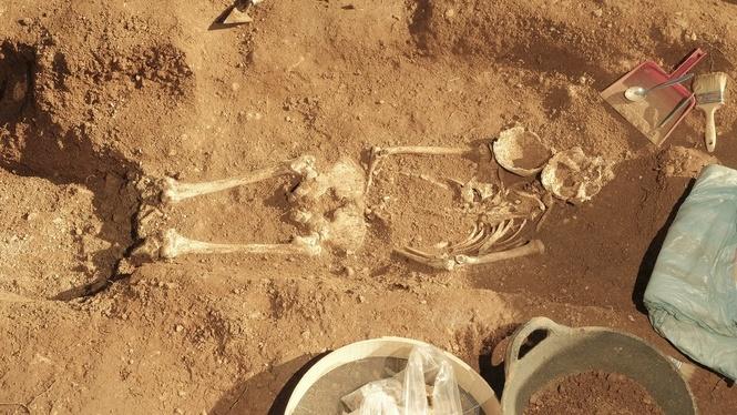 Troben+restes+d%27un+cos+a+la+fossa+del+cementeri+de+Santa+Maria