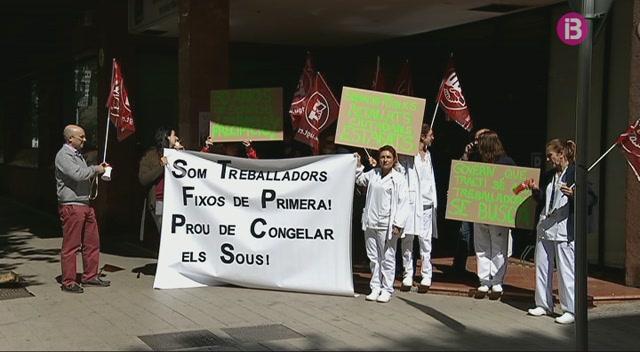 Els+treballadors+de+la+Fundaci%C3%B3+de+Banc+de+Sang+i+Teixits+protesten+al+carrer
