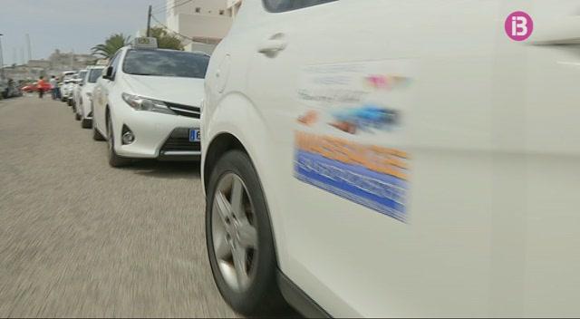 Poc+seguiment+a+Eivissa+de+l%26apos%3Baturada+de+taxistes+convocada+a+tot+l%26apos%3BEstat