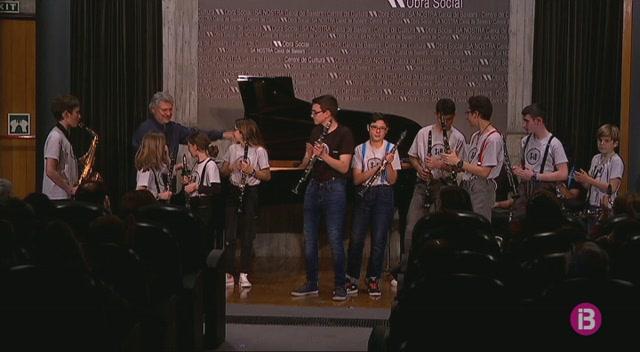 El+pianista+Manel+Camp+posa+la+seva+experi%C3%A8cia+al+servei+dels+m%C3%BAsics+m%C3%A9s+joves