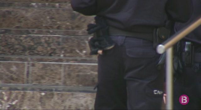 Detingut+un+home+a+Eivissa+per+obligar+a+dos+dones+a+prostituir-se