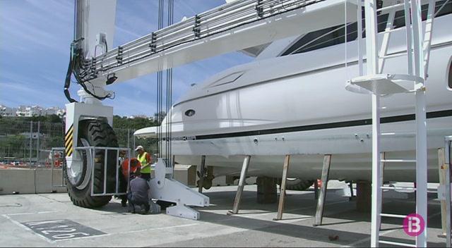 El+port+de+Ma%C3%B3+ja+t%C3%A9+varador+per+a+vaixells+de+m%C3%A9s+de+150+tones