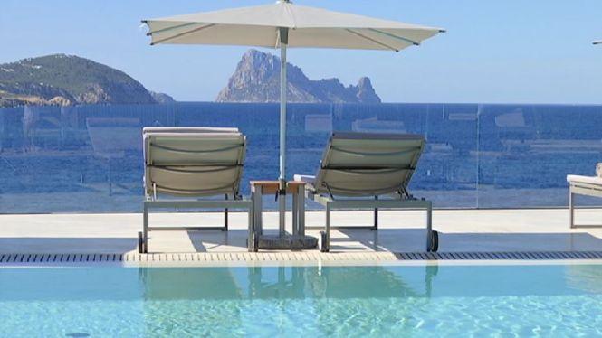 Obre+un+%C3%BAnic+hotel+a+Eivissa+per+allotjar+els+residents