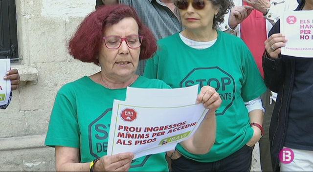 Protesta+de+la+PAH+contra+la+renda+m%C3%ADnima+exigida+per+accedir+a+un+lloguer+social