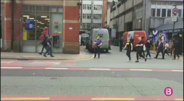 Evacuat+un+centre+comercial+a+Manchester+per+una+falsa+alarma