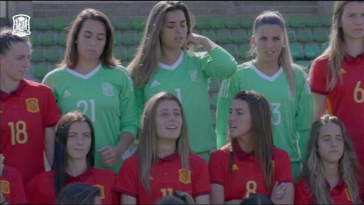Cata+Coll+i+Patri+Guijarro+ja+s%C3%B3n+a+Fran%C3%A7a+per+disputar+el+Mundial+de+futbol+sub-20