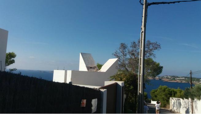 Els propietaris de la casa VanderDriessche la comencen a esbucar, tot i el decret del Consell d'Eivissa