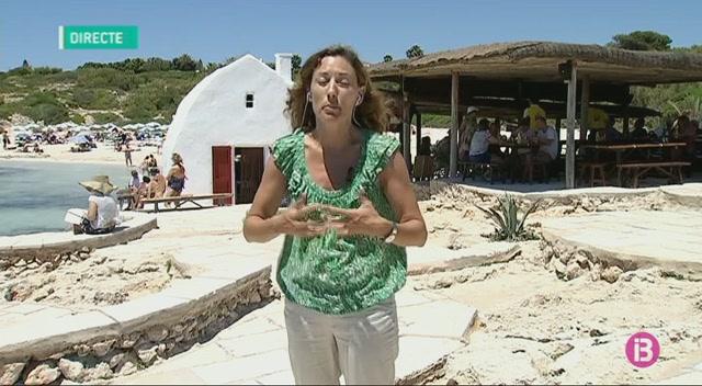 El+concessionari+del+quiosquet+de+la+platja+de+Binibeca+elimina+els+16+para-sols