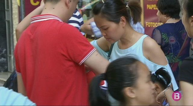 350+xinesos+residents+a+les+Illes+renoven+el+seu+passaport