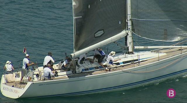 L%27espectacle+de+la+regata+Menorca+Sant+Joan+arriba+al+port+de+Ma%C3%B3