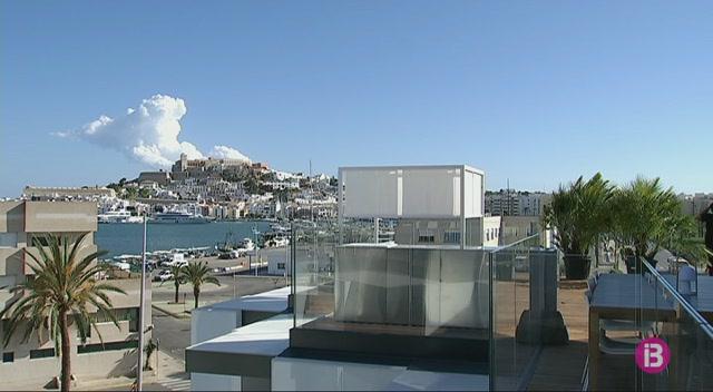 L%27oferta+d%27hotels+de+cinc+estrelles+es+triplica+en+nom%C3%A9s+una+d%C3%A8cada+a+Eivissa