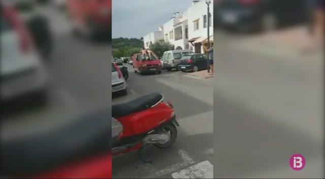 Detinguts+els+dos+exhibicionistes+que+anaven+al+sostre+d%27una+furgoneta+a+Sant+Carles
