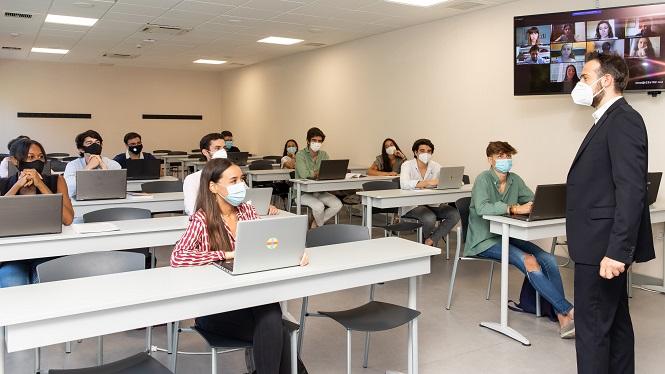 Educaci%C3%B3+inverteix+22+milions+d%26apos%3Beuros+en+aules+i+compet%C3%A8ncies+digitals